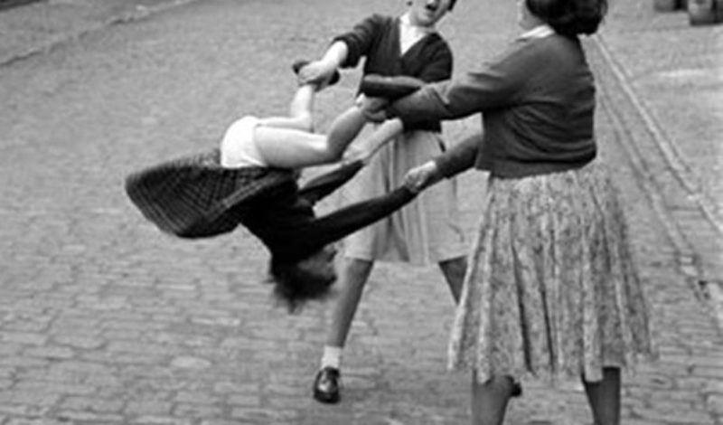 funny-vintage-photos-about-women-7